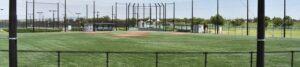 誰もいない練習前のソフトボール場の画像
